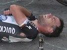 Mark Cavendish po pádu ve spurtu první etapy Tour de France