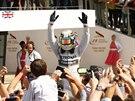 VÍTĚZ. Lewis Hamilton slaví triumf v domácí Velké ceně Británie.
