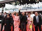 Herci a tvůrci Díry u Hanušovic se prošli před slavnostní premiérou po červeném koberci Hotelu Thermal (8. července 2014).