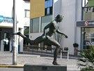 Celou cestu lemují artefakty připomínajích běh z Marathonu do Athen