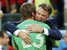 ZVL�DL JSI TO! Nizozemsk� kou� Louis van Gaal poslal na penaltov� rozst�el
