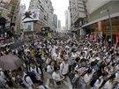 Desetitisíce obyvatel Hong Kongu protestují v ulicích za demokracii a přímou