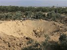 Mal� Palestinci si prohl�� kr�ter, kter� byl �dajn� vyhlouben� p�i izraelsk�m