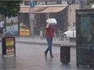 Silné bouřky v úterý zasáhly také Prahu. Doprovázely je přívalové srážky a