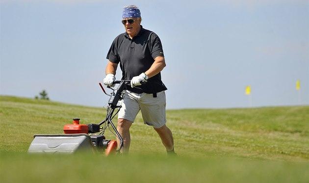 Bývalý hokejový reprezentant Ji�í Holík v�t�inu �asu  tráví na golfovém h�i�ti