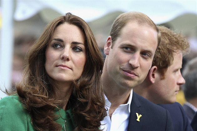 Vévodkyn� Kate, princ William a princ Harry (5. �ervence 2014)