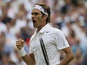COME ON! Švýcarský tenista Roger Federer se raduje ve čtvrtfinále Wimbledonu.