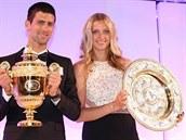 �AMPIONI. Srbsk� tenista Novak Djokovi� a Petra Kvitov� z �eska ovl�dli stejn�...