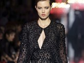 Modelka Lindsey Wixsonov� na p�ehl�dce Elie Saab Haute Couture: podzim - zima...
