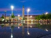 Riegrovo náměstí a nádraží - snímek z obrazové publikace Hradec Králové ve...