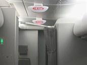 Na palubě obřího Airbusu A380 letecké společnosti Qantas kapala voda ze stropu,...