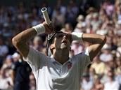 OPRAVDU? Novak Djokovič nemůže uvěřit, že podruhé vyhrál Wimbledon.