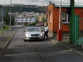 Policie v třídírně odpadu v ulici Pod šancemi v Praze 9, kde dělníci našli...