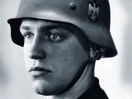 Voják Werner Goldberg na náborovém plakátu wehrmachtu publikovaném v Berliner...