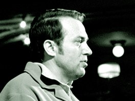 B�sn�k a spisovatel Pavel Kohout na sn�mku z roku 1968