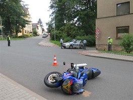 Zfetovaný řidič ohrozil v Náchodě policistu, když se snažil ujet. (1.7. 2014)