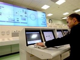 Velín reaktoru BN-800. Jak je vidět, analog byl zcela vytlačen digitálním...