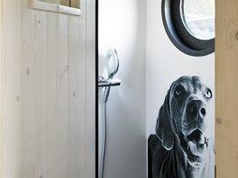 Stěny koupelny jsou pokryty speciálními voděodolnými deskami s fotografií