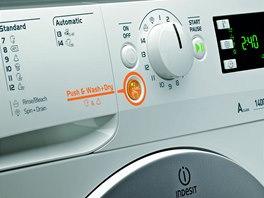"""Tlačítko pro program  """"Push & Wash + Dry"""" nelze přehlédnout."""