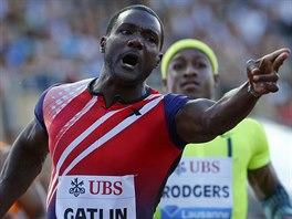 Americký sprinter Justin Gatlin se raduje poté, co v Lausanne zaběhl nejlepší...