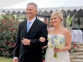 Kevin Whitney se svou dcerou Katie na svatební fotce ze ztraceného a opět...