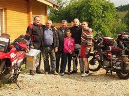 Pavel Suchý objel na staré jawě za osm měsíců svět. Snímek z Ukrajiny