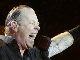 James Hetfield z americké metalové skupiny Metallica, která vystoupila 8....