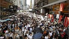 Desetitisíce obyvatel Hongkongu protestují v ulicích za demokracii a p�ímou...