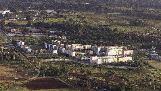 Bývala sovětská špionížní základna Lourdes na Kubě na snímku z roku 2002