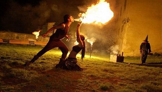 Při nočních prohlídkách účinkuje na hradě Buchlov zhruba 50 herců