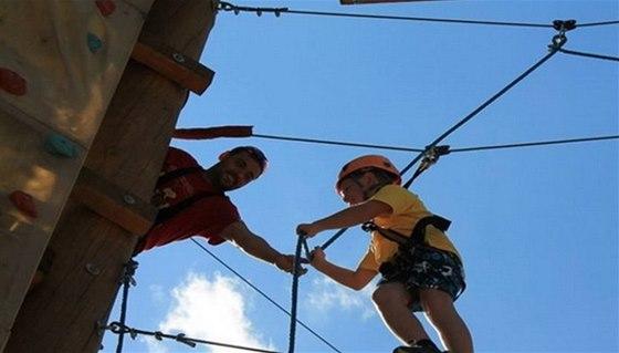 V lanovém centru Buchlovice se pohybujete ve výšce 8 až 12 metrů nad zemí