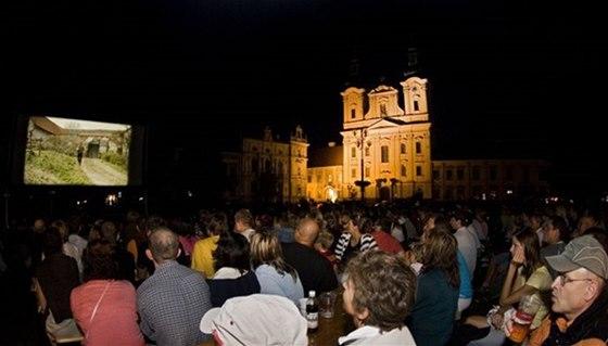 Některé projekce a koncerty si návštěvnici můžou užít na Masarykově náměstí