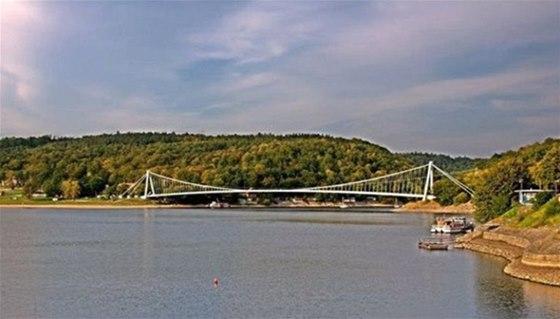 Vranovská přehrada dosahuje délky asi 30 kilometrů