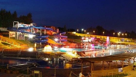 V letním aquaparku Olešná se o prázdninách vykoupete také v noci