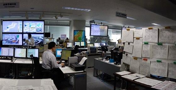 Ačkoli je budova prošpikována IT technikou, základní denní mapy a plány jsou na...