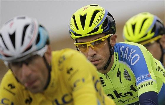 Vincenzo Nibali (vlevo) a Alberto Contador v �est� etap� Tour de France.