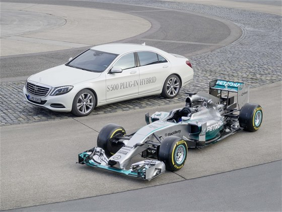Technika Formule 1 a s�riov�ch voz� si u Mercedesu vz�jemn� pom�haj�