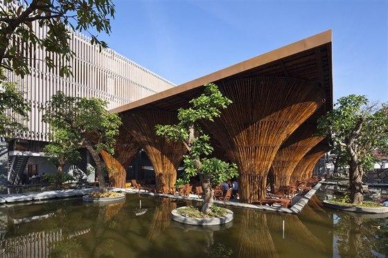 Vo Trong Nghia Architects se proslavili především důmyslnými konstrukcemi z...