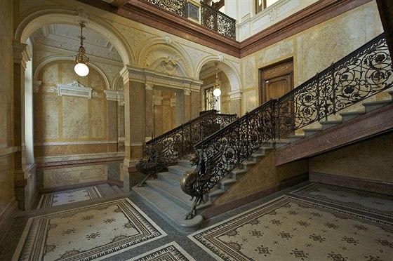 The Forum. Tuto jedine�nou neobarokn� budovu, postavenou v roce 1896, navrhli...