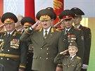 Běloruský prezident Alexandr Lukašenko sleduje vojenskou přehlídku k výročí Dne...