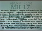 Modlíme se za let MH 17. Tabule na letišti v Kuala Lumpur (18. července 2014)