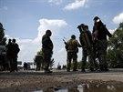 Proruští separatisté z Batalionu Vostok čekají v Doněcku, než zaujmou pozice...