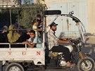 Palestinci opuští své domovy v Rafáhu poté, co Izrael zahájil pozemní ofenzivu...