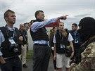 Členové týmu OBSE hovoří s proruskými separatisty na místě pádu malajsijského...
