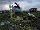 Trosky zříceného malajsijského letadla na jihovýchodě Ukrajiny.