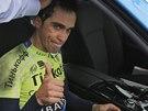 Španělský cyklista Alberto Contador vzdal po pádu svou účast ve 101. Tour de