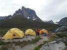 Základní tábor pod úpatím Ulamertorsuaq.