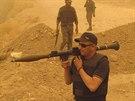 Příslušníci šíitských milic loajálních duchovnímu Muktadu al-Sadrovi se účastní...