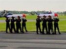 Ostatky �ty� �esk�ch voj�k�, kte�� padli v �ter� v Afgh�nist�nu, dorazily na...