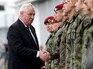 Při pietní akci na vojenském letišti v Kbelích byl i český prezident Miloš...